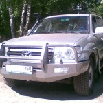 Передний силовой бампер на Toyota Land Cruiser 100